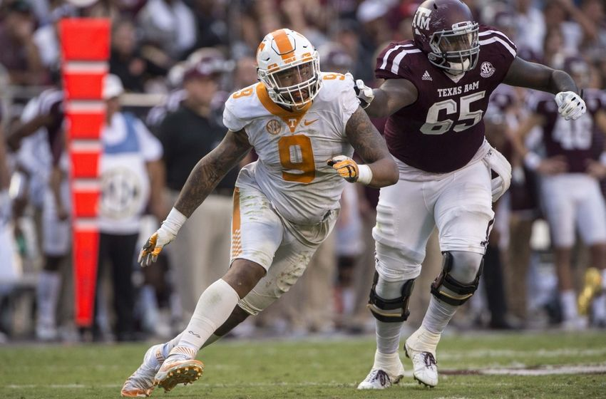 9596434-derek-barnett-ncaa-football-tennessee-texas-a-m-850x560